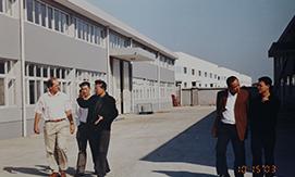 在温州的生产设备全部搬迁到长兴,湖州凯恩涂层有限公司正式作为生产基地,并逐步设立了多个办事处,成立了三家分公司,以及成立中共湖州凯恩涂层有限公司支部委员会,公司发展进入新的阶段,稳步发展,销售额达3亿元。